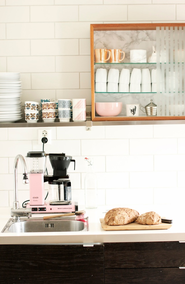 Blush kitchen, open shelves